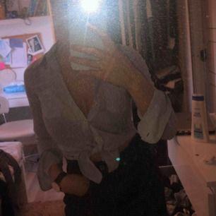 Skjorta från Abercrombie & fitch, ganska liten i storlek så skulle säga att den passar även XS. Kan fraktas!