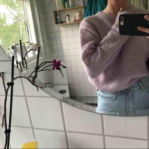 Ordpris cirka 500kr. Pastell lila tröja, prislapp borta men aldrig använd. Väldigt bra skick, storlek XS men passar perfekt på mig (S).