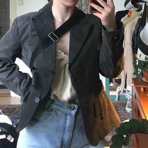 Fin mocka/läder jacka i nån gråbrun färg💋💋