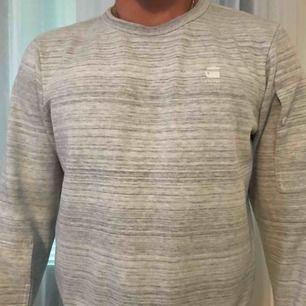 Herr tröja från G-star raw i färgen grå.