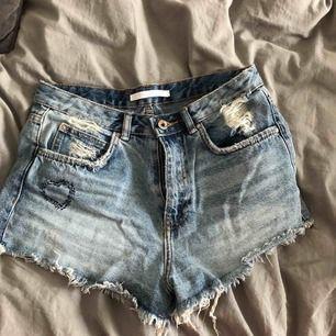 Snygga shorts från Zara, har tyvärr blivit för små.🌸