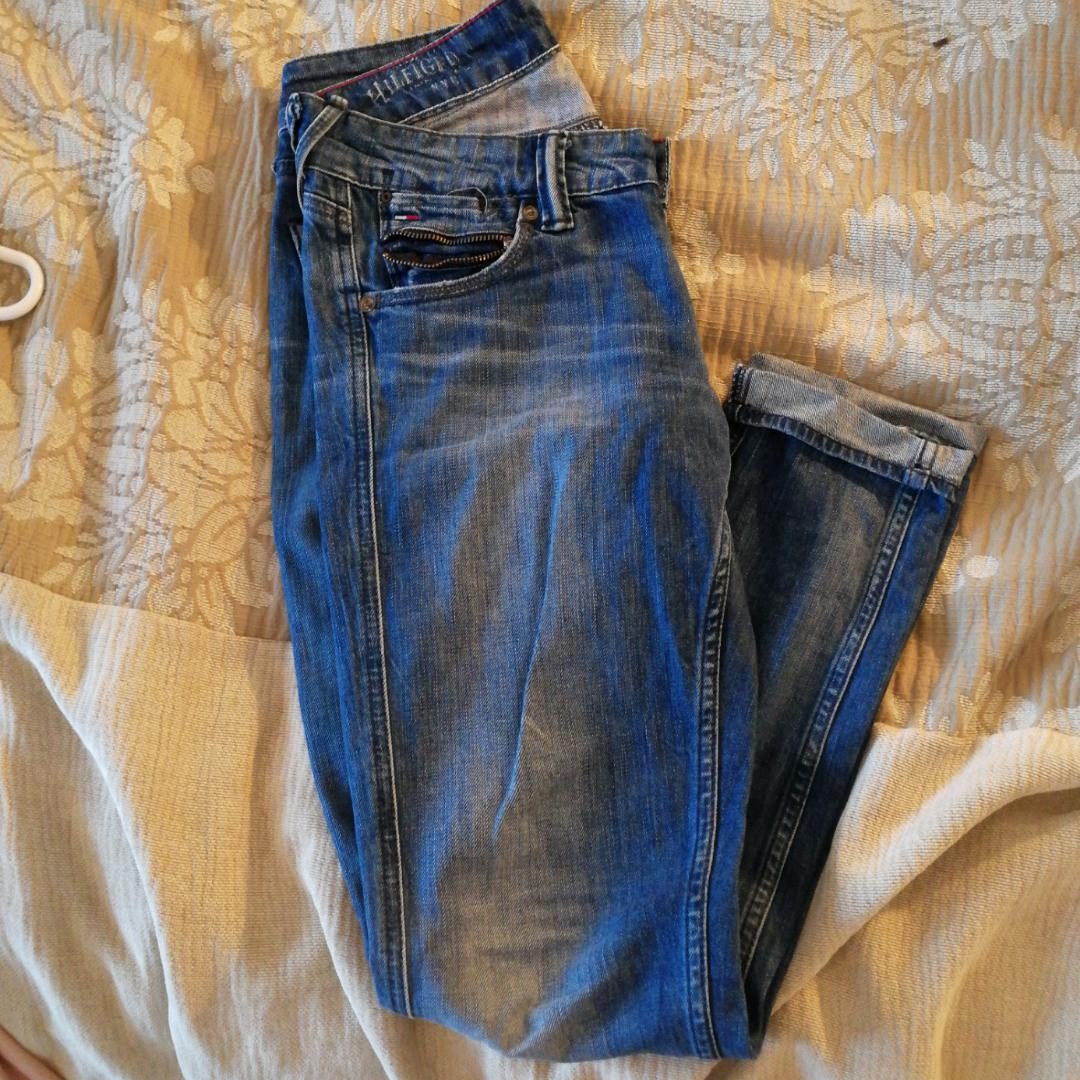 Hilfiger jeans knappt använda . Jeans & Byxor.