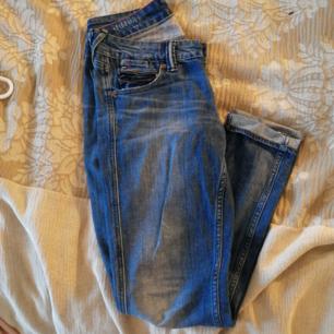 Hilfiger jeans knappt använda