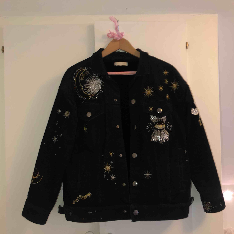 Superfin jacka från H&M. Sparsamt använd! . Jackor.