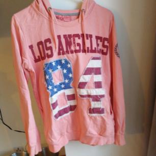Rosa hoodies från Bershka