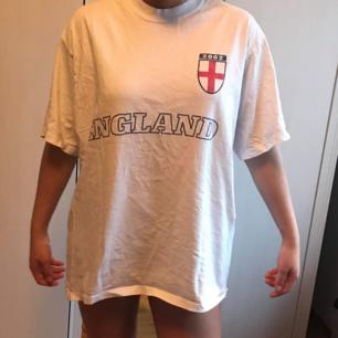 En vintage T-shirt från England Har knappt använt den