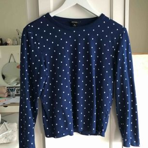 """Långärmad t-shirt från Monkie, helt oanvänd! Storlek XS och den är """"true to size"""", passar även en XXS. Väldigt bra skick!"""