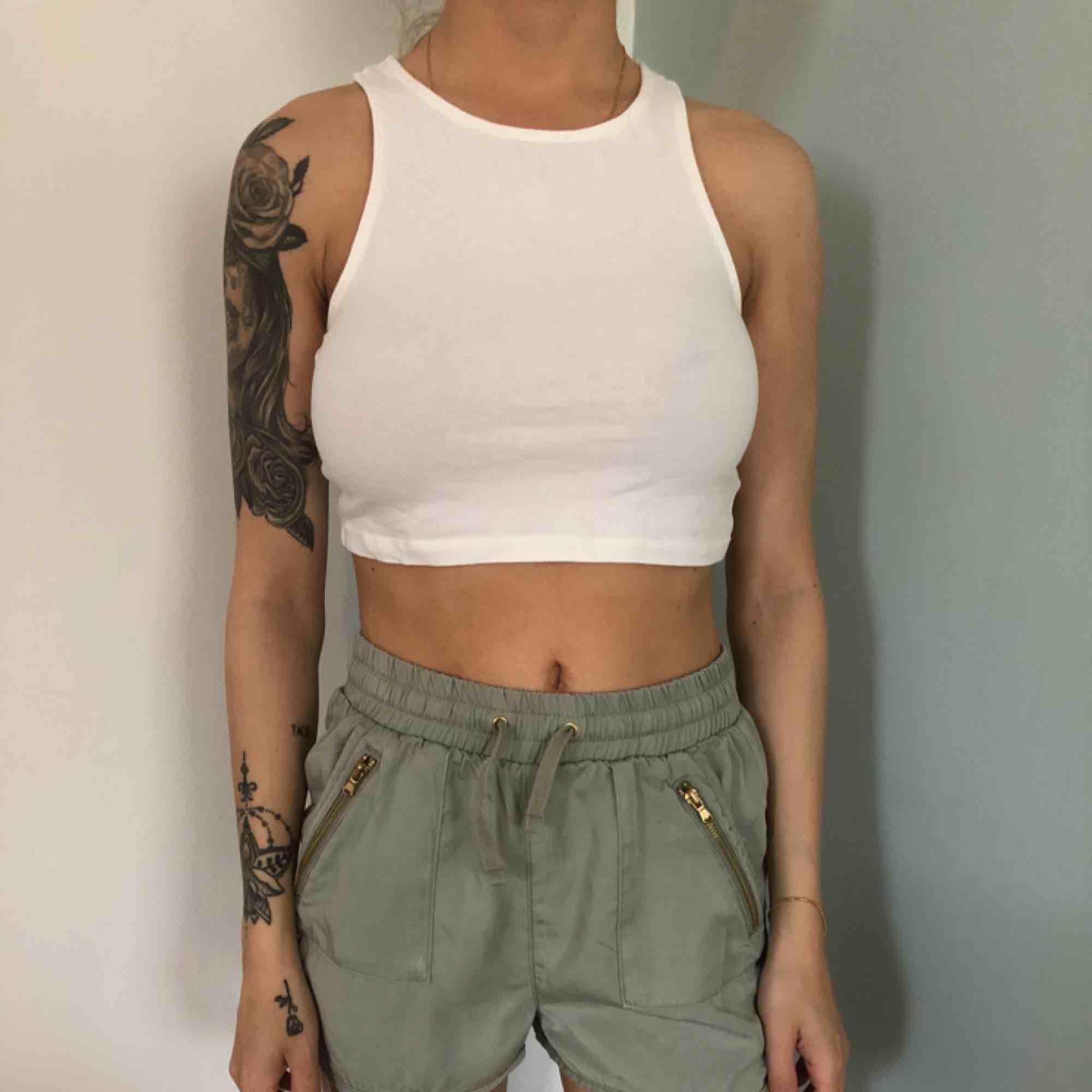Gröna shorts i storlek 146 som en liten 32a 30kr. Shorts.