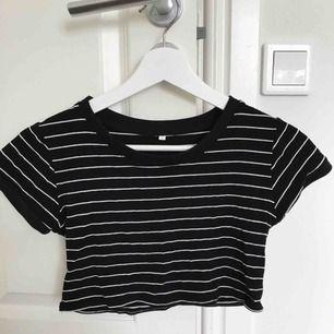 Hej! Fin tröja som är lite kortare. Frakt tillkommer.