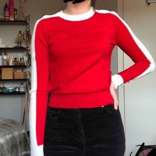 Superfin tröja från zara. Använd ett fåtal gånger & är i väldigt bra skick. Frakt tillkommer :)