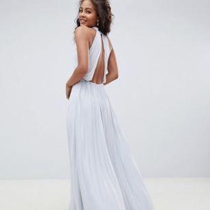 Superfin, helt oanvänd balklänning! klänningen är superfint plasserad. Finns i östersund annars får köparen stå för frakten😁