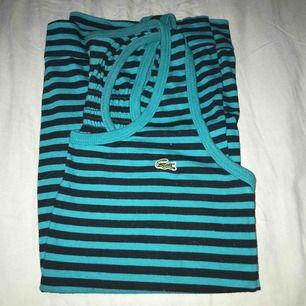 Säljer en tröja från Lacoste i en använd skick! Denna funkar allt från xxs-s