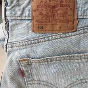 Vintage levisbrallor, size 28/31, passar en XS utmärkt. Frakt 63:-, spårbart.
