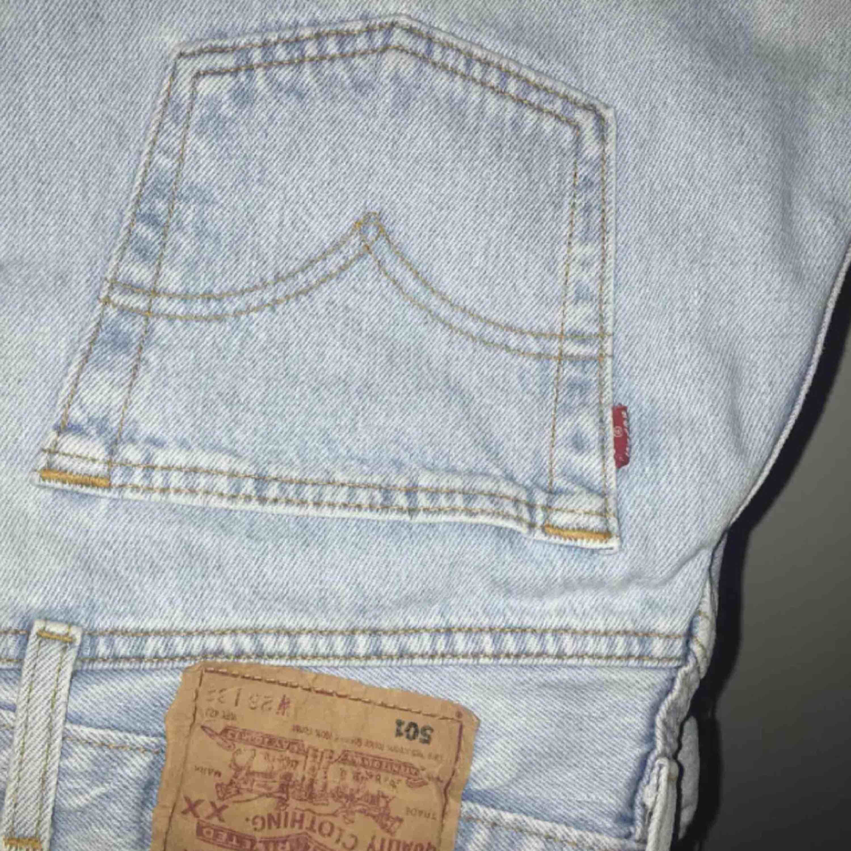 Vintage levisbrallor, size 28/31, passar en XS utmärkt. Frakt 63:-, spårbart.. Jeans & Byxor.