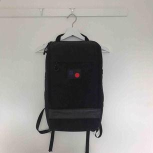 PinqPonq Cubik Medium i svart färg. Använd under några månader. I fint skick utan några konstigheter. Finns i Solna/Stockholm , kan även ta med till Malmö då jag pendlar