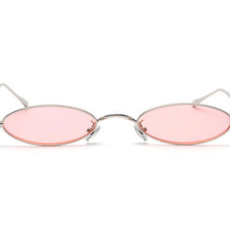 Riktigt snygga solglasögon som är helt nya! Kan postas mot frakt :). Accessoarer.