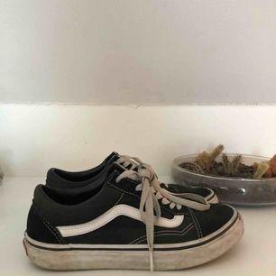 """Vans """"old skool"""" sneakers. Klassiska sneakers som passar till ALLT, perfekta nu till sommaren!"""