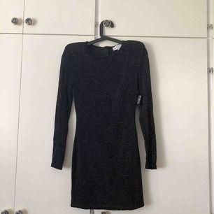 Riktigt fin klänning från NLY TREND by Janni Delér. Aldrig använd, prislapp kvar. Köparen står för frakt💙