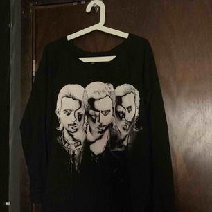 Denna sweatshirt är köpt från Swedish House Mafia konsert i Danmark 2012. Storlek L men mer som M.
