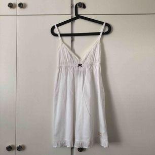 Underklänning från Odd molly i storlek 1, motsvarar S. Aldrig använd. Köparen står för frakt💙