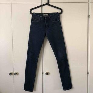 Jeans från Gina tricot i fin blå färg. Köparen står för frakt💙