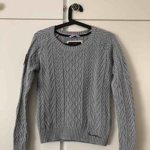 Fin stickad tröja från Bondelid. Mycket sparsamt använd, som ny. Köparen står för frakt💙