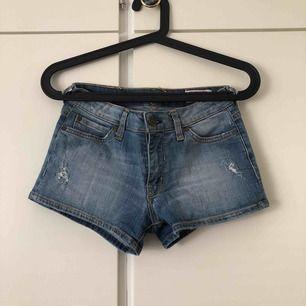 Shorts från Crocker jeans i storlek XS. Mycket bra skick, som oanvända. Köparen står för frakten💙