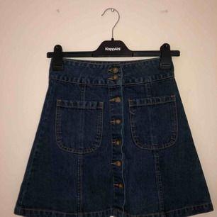Fin kjol från bikbok, använd få gånger.