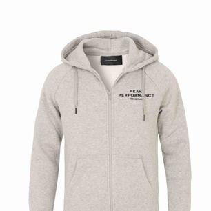 Säljer min peak hoodie pga att den är lite stor köpt för 1200kr bra skick. Skriv för fler bilder.