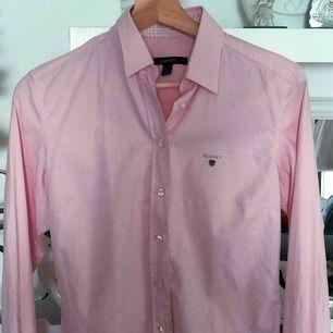 Jättefin rosa Gant skjorta som är för stor för mig. Använt max 5 ggr🥰