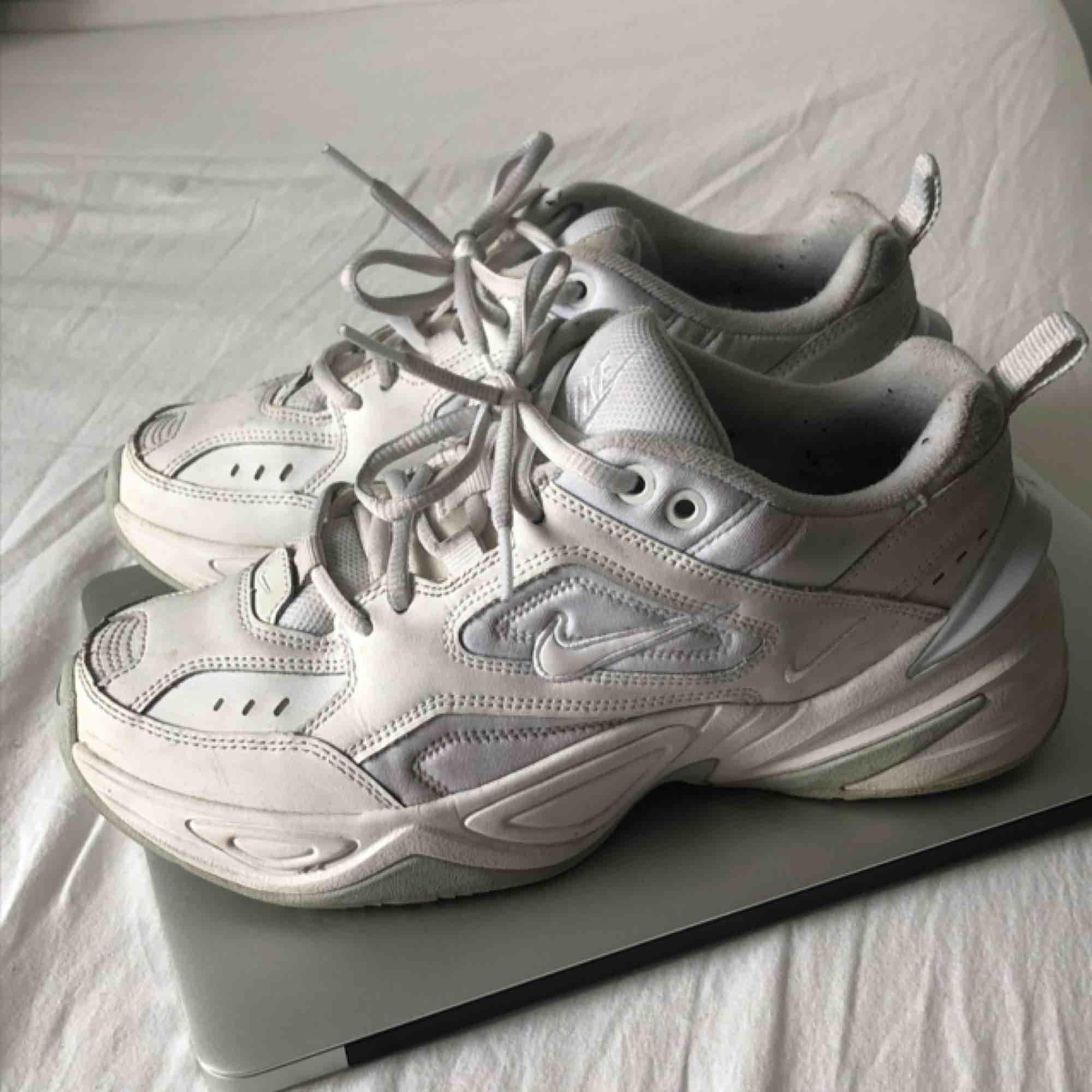 Säljer mina skit snygga nike tekno m2k pga att jag ej använder de. Köparen står för frakten🤗🤗. Skor.