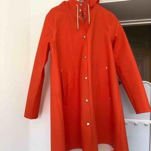 Stutterheim regnjacka orange Storlek M I bra skick