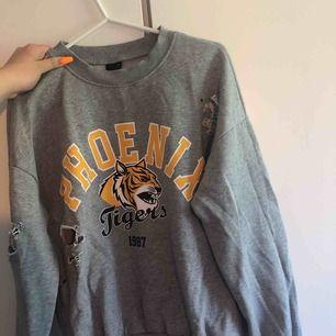 Fin tröja ifrån ginatricot, håller ska vara där och inte använd alls mycket!  Köpte den för ungefär 150-200kr