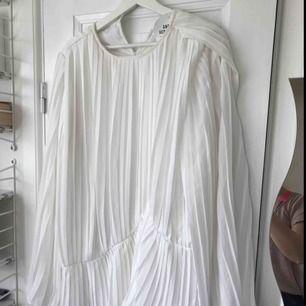 Fin ny klänning från nakd med tags kvar. Strl 40 fin till studenten kanske! Inkl frakt.