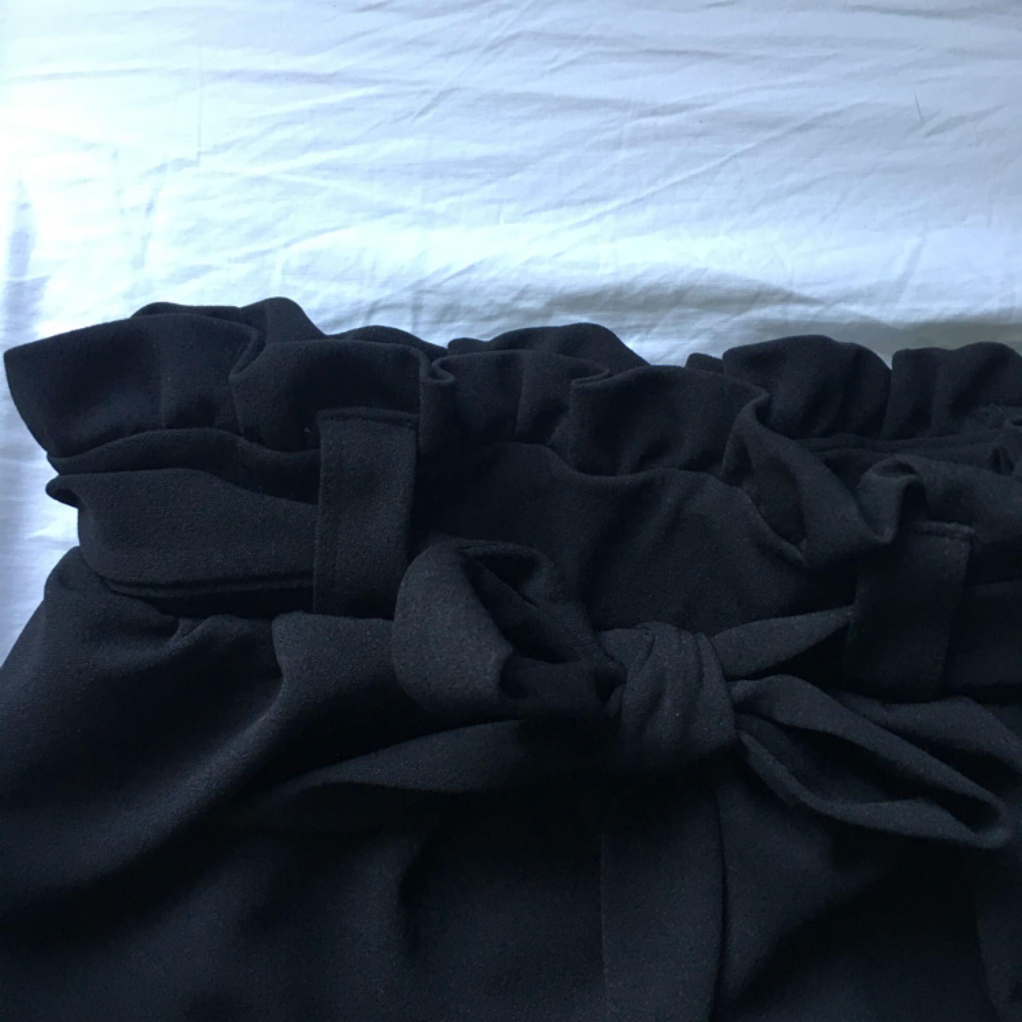 Supersnygg kjol från gina tricot, men den kommer inte till användning hos mig så den behöver ett nytt hem 🌸. Kjolar.