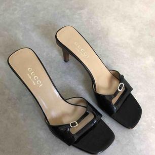 Gucci sandaler i mycket fint skick säljes pgv att dom är för stora. Ikl frakt