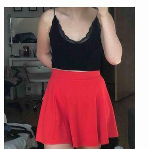 Söt kjol jag knappt använt! Från H&M. Köpare står för frakt annars möts upp i Lund/Arlöv o Malmö