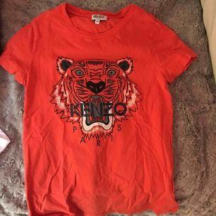 Orange kenzo t-shirt i storlek XS i mycket bra skick
