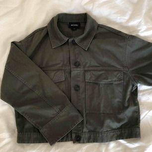Skjortjacka från monki, strl S. Använd en gång endast. Frakt ingår i pris! Nypris 400 kr