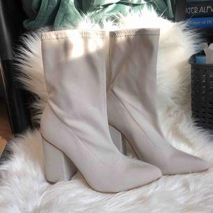 Chunky boots, beigea boots med tjock klack