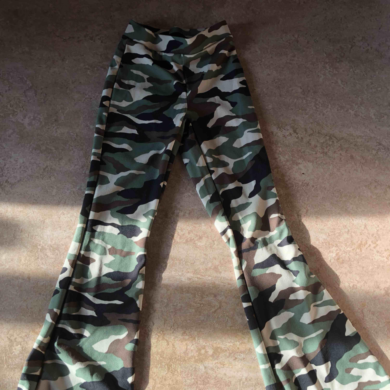 Byxor från Gina, har använt bara 1 gång, men dom passar inte mig riktigt, köparen står för frakt💞💞. Jeans & Byxor.