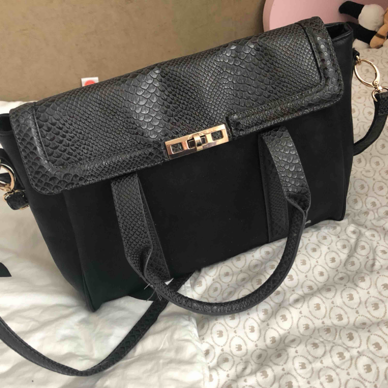 Väska från vero Moda fint skick. Väskor.