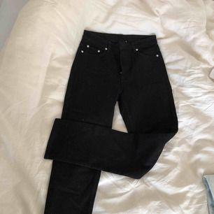 Svarta way jeans från weekday. Helt nya och aldrig använda. Frakt ingår i pris!