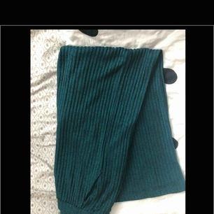 Säljer mina supersköna byxor de jag behöver plats i garderoben:) bra i storlek