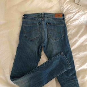 "Strechiga lee jeans ""scarlett"". Frakt ingår i pris!"