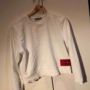 En Calvin Klein tröja i bra skick. Passar både XS och  Både kan gå bra