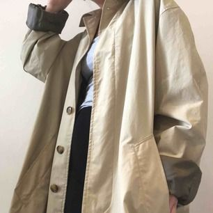 Cool 90s style oversized trenchcoat!