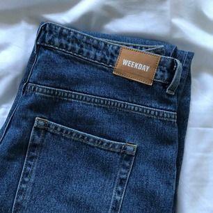 Weekday jeans i modellen voyage. Aldrig använda pga för stora för mig i midjan. Jeansen är raka och lite vida i benen