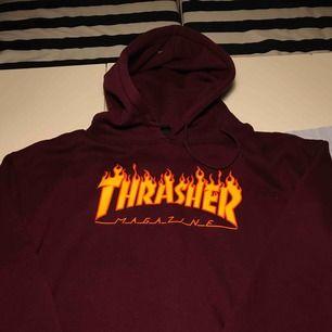Säljer en helt ny och oanvänd Thrasher hoodie, den är i storlek XL. Pris kan diskuteras, möts upp i Stockholm.