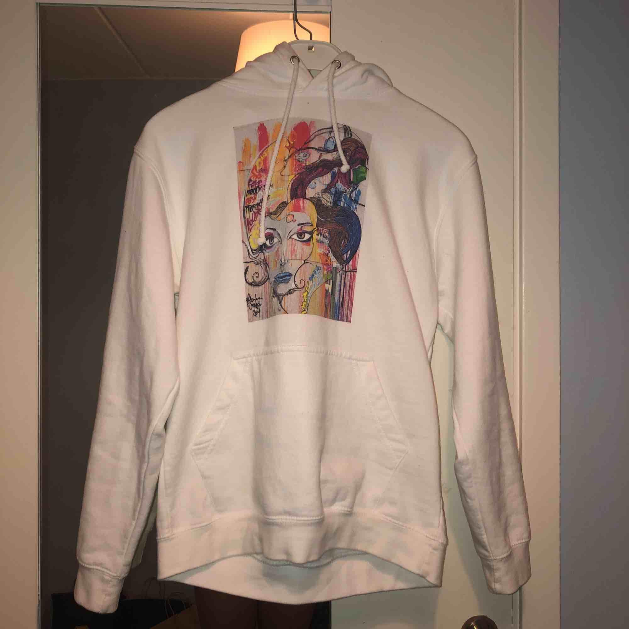 Hoodie från The Cool Elephant, använd 1 gång o därför fint skick, köparen står för frakt :). Huvtröjor & Träningströjor.